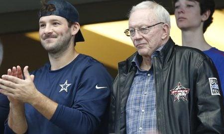 Tony Rom e Jerry Jones, quarterback e dono do Dallas Cowboys
