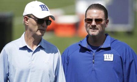 John Mara, coproprietário do New York Giants, e o técnico Ben McAdoo