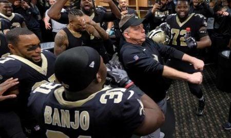 Sean Payton, técnico do New Orleans Saints, dança no vestiário