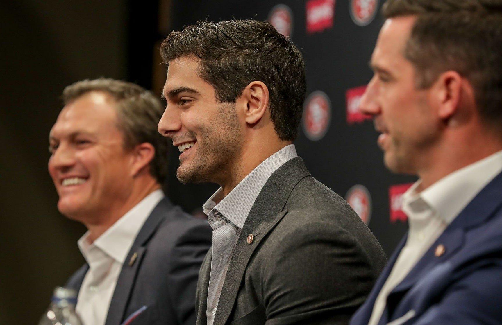 Jimmy Garoppolo, quarterback do San Francisco 49ers, em sua entrevista coletiva pós-novo contrato