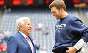 Robert Kraft, dono do New England Patriots, e o quarterback Tom Brady