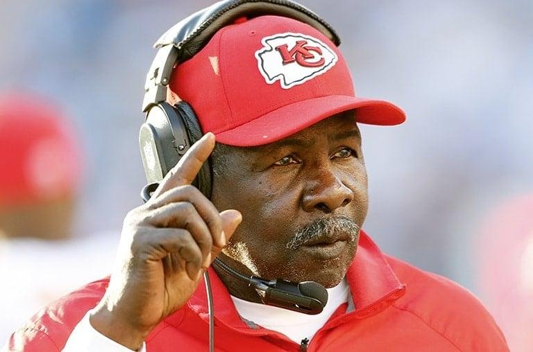 Emmitt Thomas, lendário assistente técnico da NFL