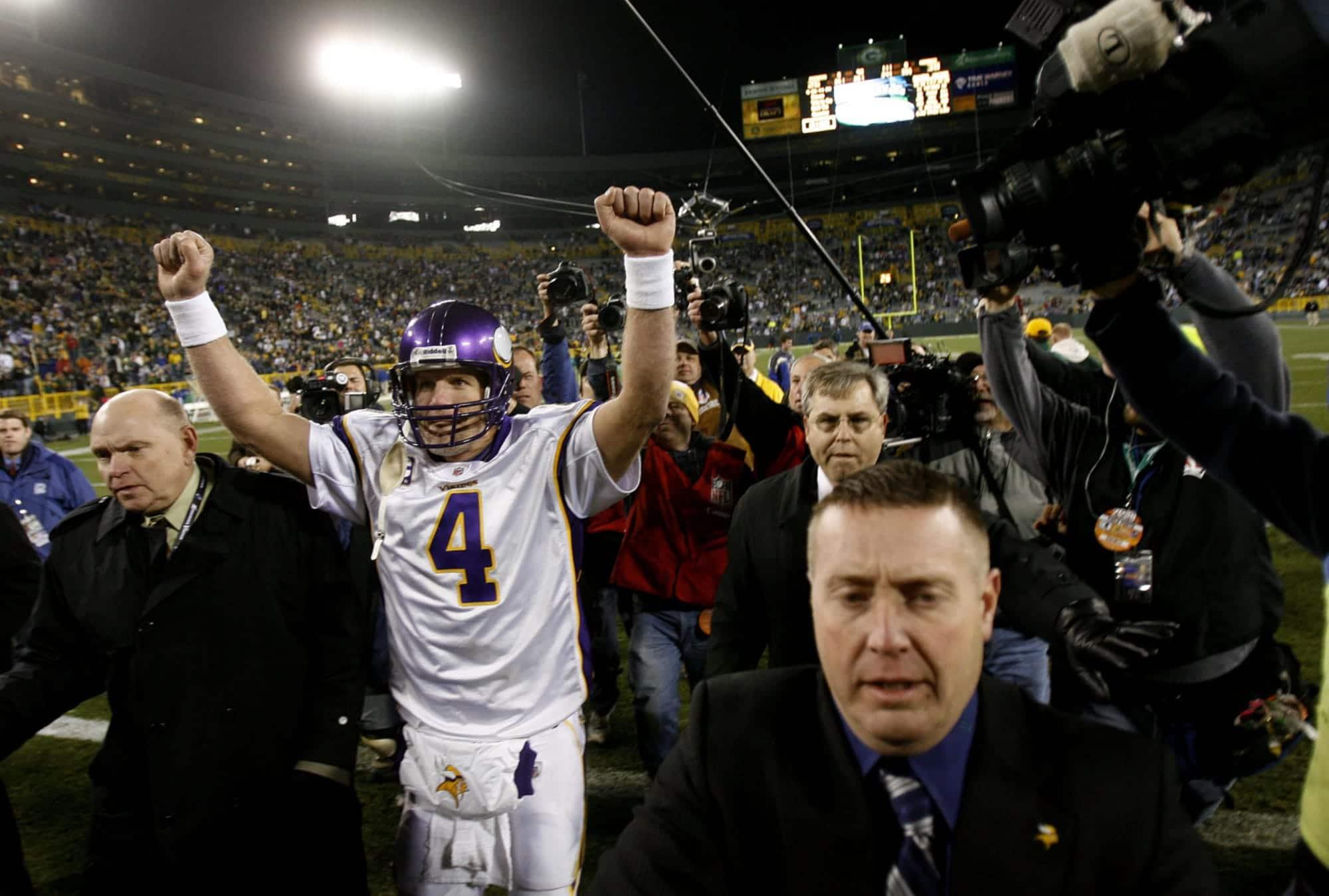 Brett Favre comemora após vitória sobre Packers no Lambeau Field em 2009