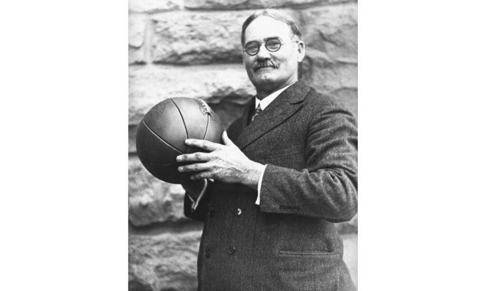 James Naismith foi um professor de educação física canadense e inventor do basquete