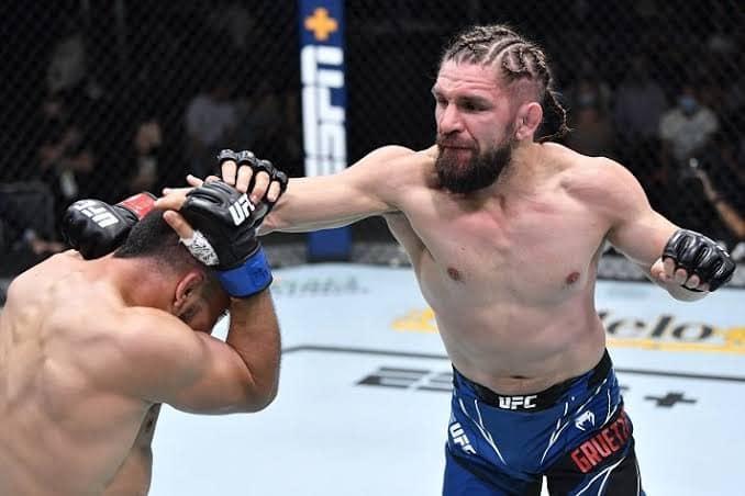Na última luta do card preliminar, do UFC Vegas 33, neste sábado (31) que aconteceu na UFC APEX em Las Vegas, tivemos um duelo de altíssimo nível entre Chris Gruetzmacher x Rafa Garcia.